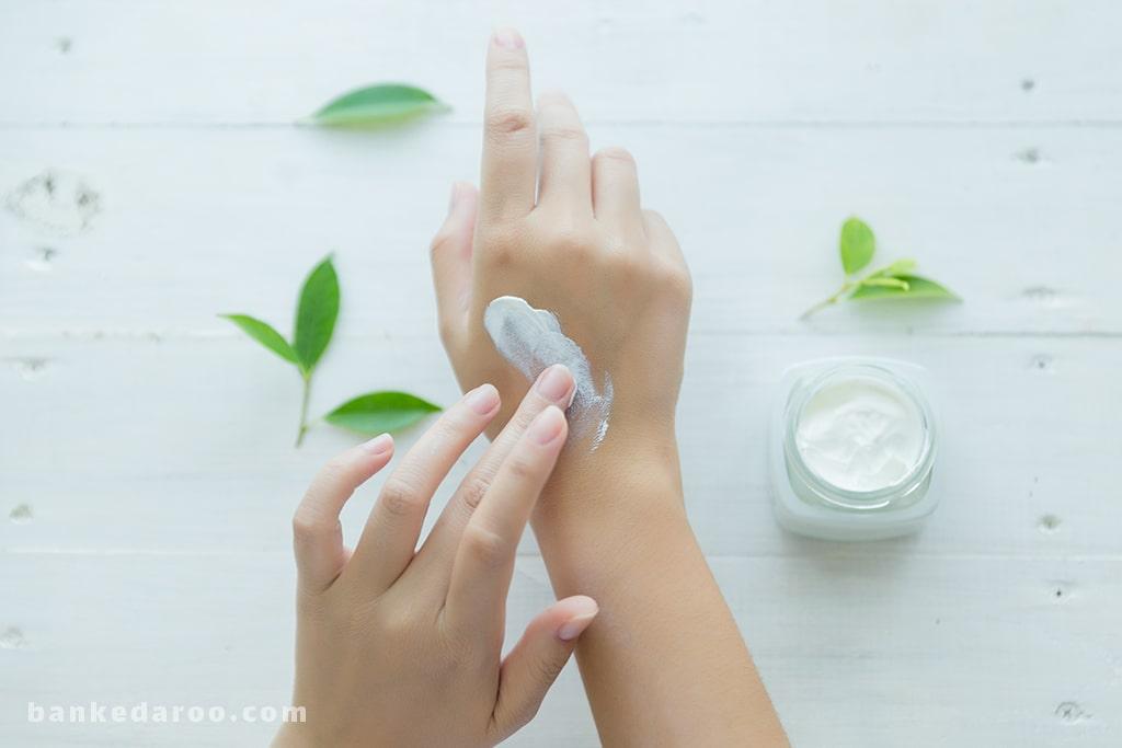 چرا پوستمان خشک می شود و به مرطوب کننده نیاز دارد